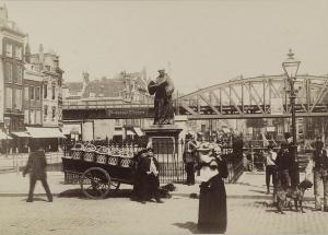 Standbeeld Erasmus Grote markt